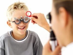 visita-oculistica-per-bambini-300x225
